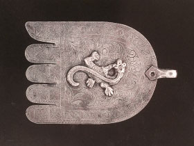 Silver khamsa with reptile